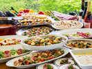 森のテーブル(フォレストヴィラ)】洋食バイキング 森に囲まれたレストランで洋食中心のバイキング♪
