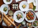 パインテラスの夕食ビュッフェ。宮崎の郷土料理や洋食も並び盛り沢山です。