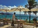 【ラ・ティーダ】部瀬名岬を一望できるテラス席で優雅な朝食タイム。