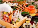 冬の味覚「活ズワイガニ」を様々な調理方法でお楽しみください!