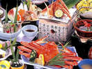 北陸の冬の味覚ズワイガニが1杯付いた会席コース。揚げたての天麩羅や2品のチョイスメニューも人気です。