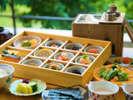 """【特選朝食】通常の朝食よりも、地場産の豊かな品を取りそろえ、""""本当の贅沢"""" を朝から味わう――"""