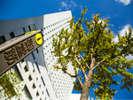 大阪のメインストリート御堂筋に面するホテルです。