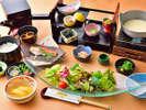 御朝食は皆様に大好評のメニュー豊富な和定食をご堪能下さい。 ※写真はイメージ