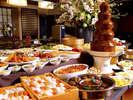 【バイキング】約70種類の料理が食べ放題!