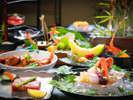 彩り豊かな岩国の名物料理『岩国寿司』をはじめ、新鮮な瀬戸内の幸をふんだんに。(夕食一例)