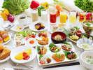 和洋朝食バイキング♪目玉はふわっふわのフレンチトースト!朝こそ沢山たべよう!