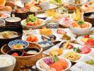 朝食は約40種の和洋バイキングスタイルでお楽しみ♪地元食材やヘルシーサラダ★