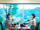 【レストラン】仙石原の最高峰に位置するホテル レストランから箱根仙石原が一望できます