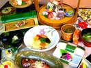 『お値打ち・旬の幸の桶盛プラン』夕食メニュー全体例※金目の姿煮が一匹付きます。