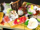 夕食メニューの一例 『伊勢海老の生き造りと平目の潮騒盛り』
