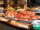 四季の旬な料理や姿蟹などを個室風ダイニングで頂く海鮮グルメバイキング