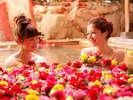 【花すみか】女性露天風呂・・・バラの花びらを浮かべた「はな露天」