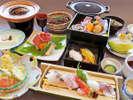◆7月~9月◆華やぎ会席:握り寿司と名産の白海老の茶碗蒸しに新鮮なお造りなど。