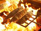 炎舞う豪快な鰹のわら焼きタタキが目の前で楽しめる城西館の『わら焼きタタキ工房』。