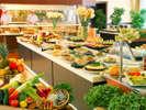 郷土色豊かな和洋朝食バイキングは、60種以上とエリア随一の種類が自慢