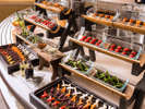 【夕食ブッフェ一例】畑コーナーでは、自社農園や地元伊達市の新鮮野菜をお楽しみ下さい。