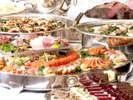 宴会場にて、料理長が腕によりをかけた和洋ブッフェをお楽しみいただきます。