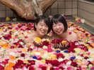 【バラ風呂】女湯が薔薇風呂になるがよ☆贅沢な気分♪