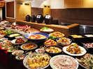 造り、寿司、天麩羅からご当地スイーツまで♪オープンキッチンから出来立てが並びます