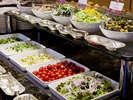 【Garden Cafe朝食ブッフェ】目にも鮮やかな色とりどりのサラダ