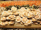 ■「ロイヤルビッフェ」卓上で焼いて楽しむ魚介の網焼き