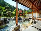 晴れた日の日差しが気持ちいい大浴場「喜久の湯・庭園露天風呂」辺りから自然の音色が聞こえてきます。