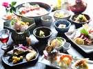 【夕食例】季節を味わう夕食はあか牛など、地元食材をふんだんに使用