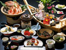 鯛の姿造りと宝楽焼、季節の一人鍋付まんぷく会席(写真は牛しゃぶ鍋)