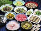 ご夕食はみんなで、和食バイキングはいかがですか??日本料理・琉球料理をご用意しております。