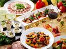 約70種類のメニューが並ぶディナーバイキングでは季節によって変わるお料理にも注目!