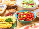 朝からヘルシーな生野菜ってなかなか食べられない…。旅行の間は贅沢にお皿いっぱい食べましょう♪