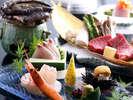 鮑の踊り焼きと和牛ステーキなど季節のお料理がお楽しみ頂けます。