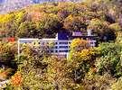 ホテル 岩井:ホテル外観(紅葉時期) お部屋からは、オロフレ山系の紅葉が綺麗に見えます。
