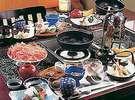お料理は、お部屋ごとに仕切られた囲炉裏卓を囲んで(一例)