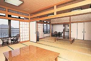 客室一例。窓からは有明海や漁港が一望できる