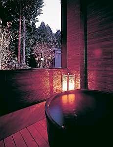 お市の方・浅井三姉妹ゆかりの天然温泉で疲れを癒す(天然水プレゼント 水分補給に!)