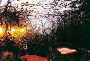 貸切の洞窟風呂は幻想的