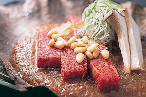 【飛騨牛を郷土料理で♪お部屋食】とろ〜り飛騨牛をほう葉味噌で香ばしい香りと共に 【ぎふ旅】