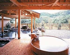 男性露天の桶風呂