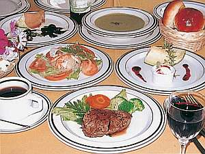 自慢の夕食コース料理の一例