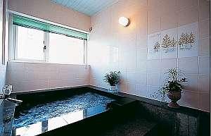 コジンマリしたお風呂です・・2~3様ご利用可能です・・鍵付き安心で貸切可能!