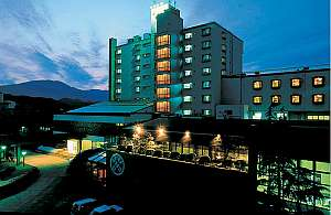 熊野灘に面して建つ、本格的和風リゾート旅館