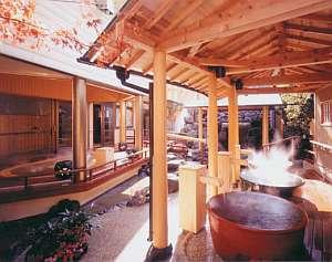 「壺入り娘の湯」「かくれんぼの湯」など趣向を凝らした露天風呂が楽しめる女性用大浴場