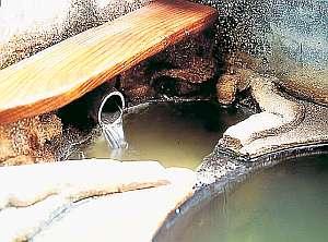 全国各地からこの「源泉」を楽しみに旅人が訪れる