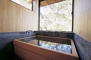 三重の紅葉スポット近くの温泉宿・紅葉露天のある宿県 ホテル湯の本