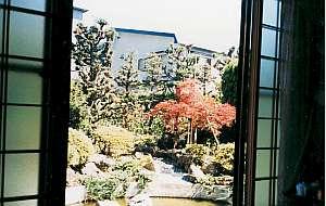 食堂からの眺めが素敵な東側庭園