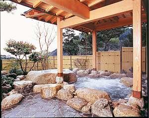 三重の紅葉スポット近くの温泉宿・紅葉露天のある宿県 鹿の湯ホテル