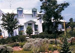 ペンション 小さな白い家の外観