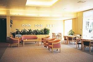 広々としたロビー。廊下や部屋もゆったりとしたスペース